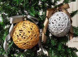 Imagine Lucru manual Globuleţe de Crăciun din fire de lână