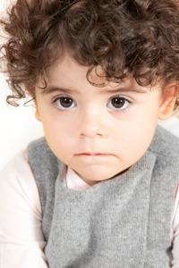 Imagine Ce semnifică legănatul corpului şi mişcările capului la copii?