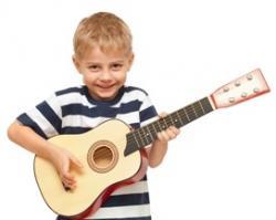 Imagine Cum sa iti incurajezi copilul sa cante la un instrument muzical?